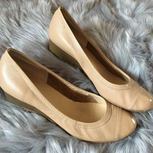 🆕 Nude wedge flats